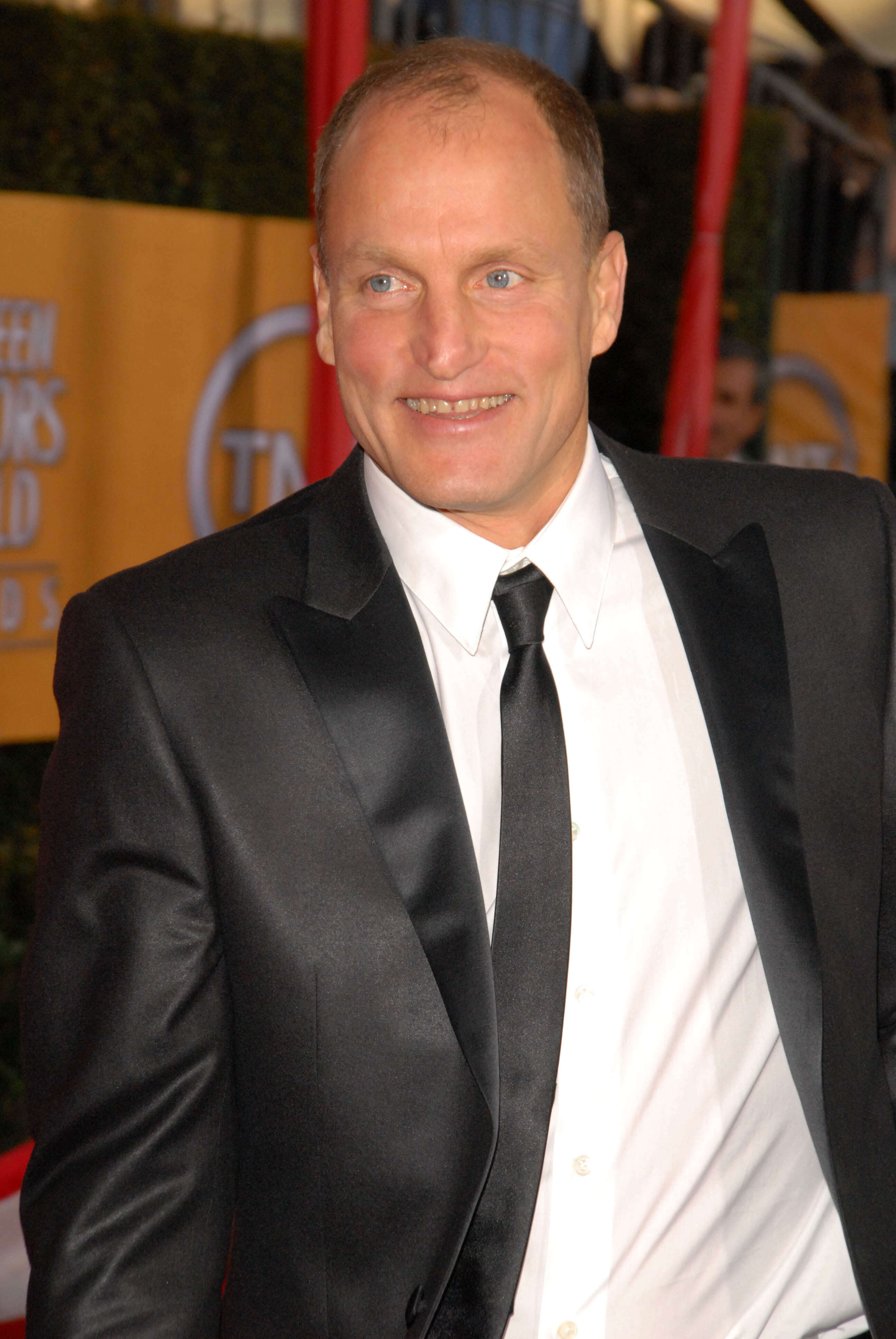 Woody Harrelson, Woody harrelson in a suite, Woody Harrelson in a tie, Woody Harrelson smiling