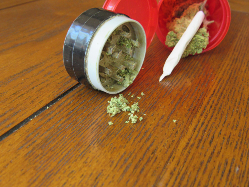 Use a grinder for the weed in your joint