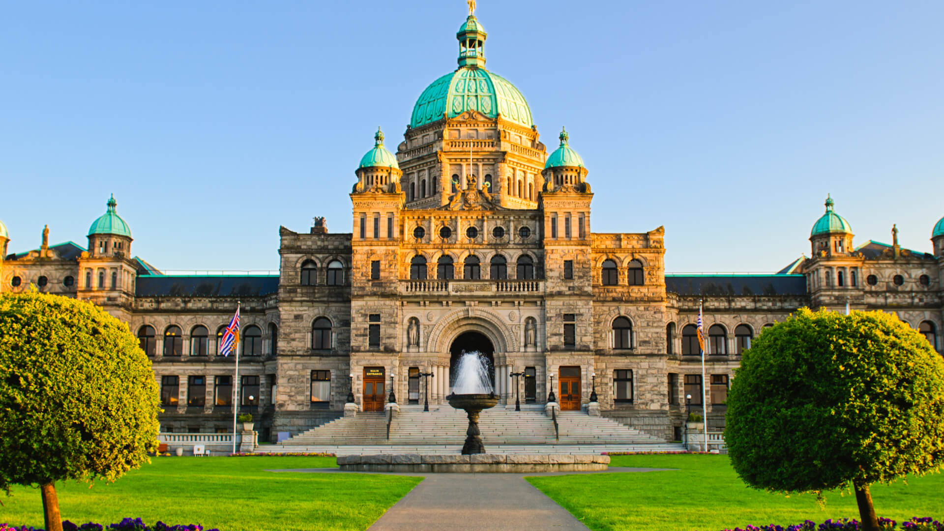 British Columbia Parliment Building in Victoria on a sunny day