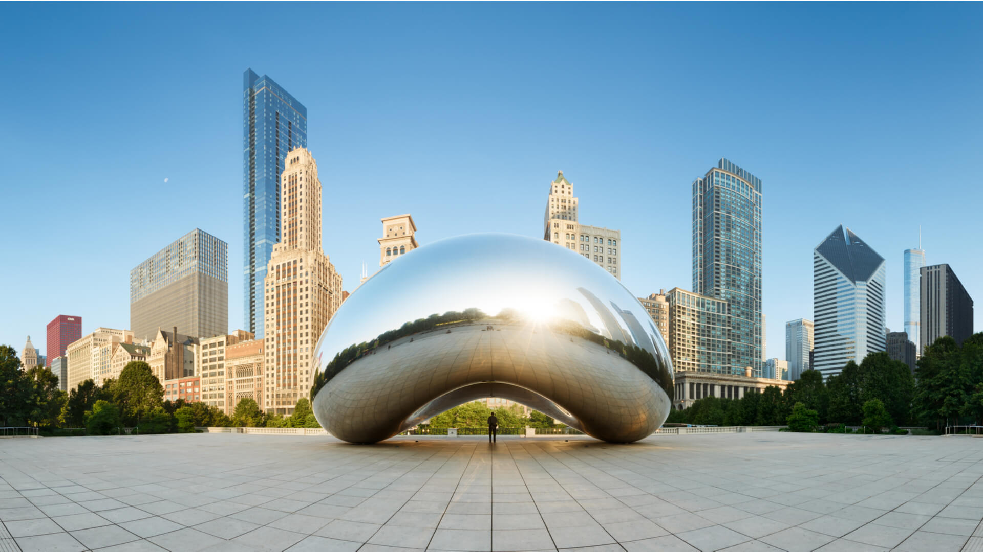 Panoramic image of The Bean in the morning in Millennium Park